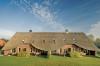 Fraaie boerderijen, ontworpen door architect Cor Kalfsbeek