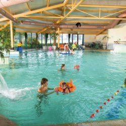 Zwembad op Landal landgoed 't loo