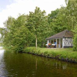 Bungalow aan het water op vakantiepark Beekse Bergen