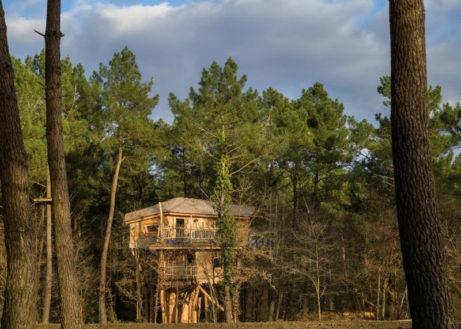 Avontuurlijke vakantie in dit boomhuis in Frankrijk