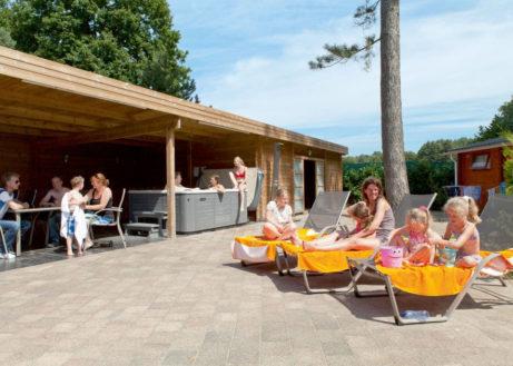 Fijne groepsvilla met whirlpool en sauna