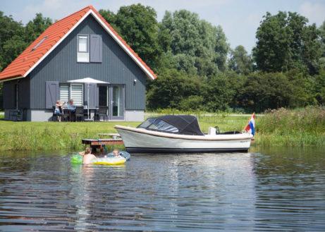 Luxe waterwoning aan het Sneekermeer